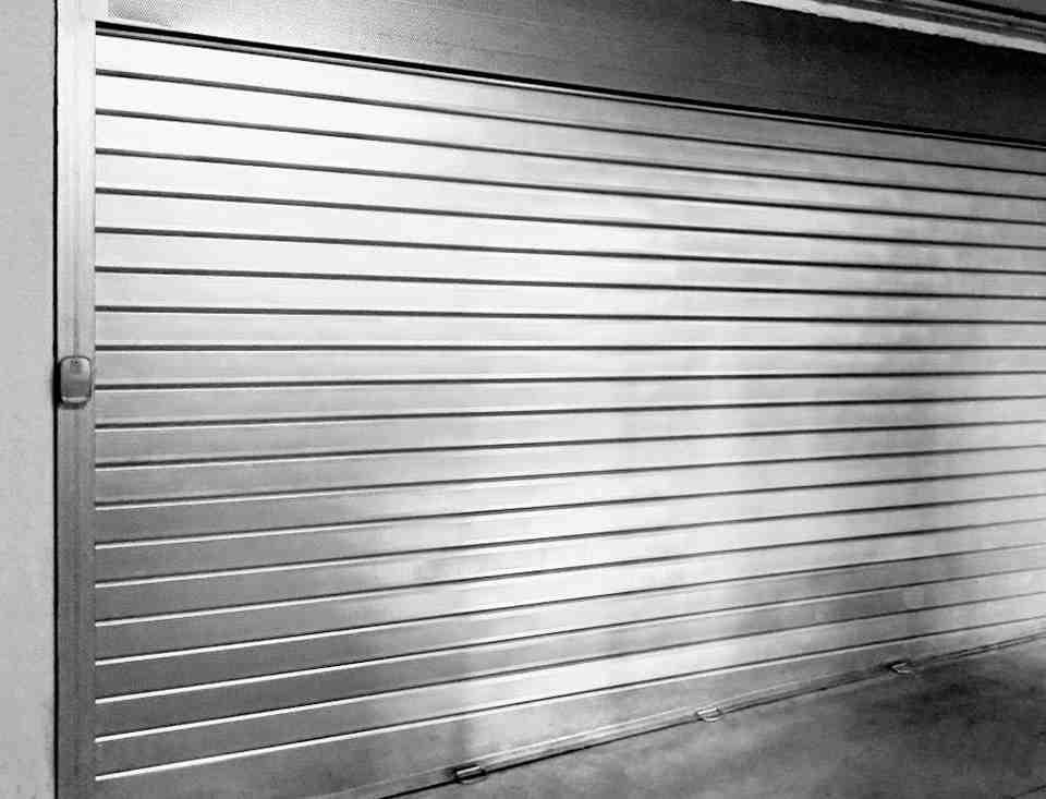 persiana enrollable metalica puertas 960x733 - Instalacion Persianas Valencia Reparacion Persianas Valencia