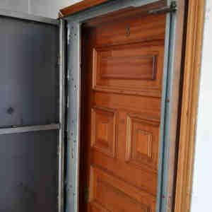 woo1 300x300 - Puertas Antiokupa con Cerradura Inteligente y Servicio de Instalacion